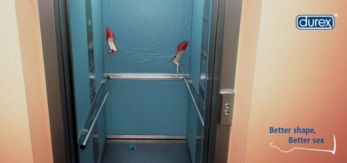Fare sesso in ascensore o nel bagno di un aereo è reato?